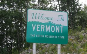Highway sign welcomes visitors to Vermont