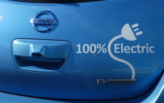 Back of blue Nissan car says: 100% ELECTRIC
