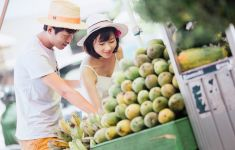Couple shopping for healthy produce at market.