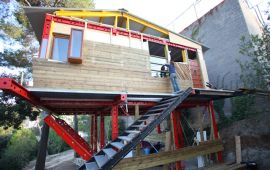 urban guerilla architecture home on stilts.