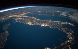 Horizon line shot of planet Earth from space.